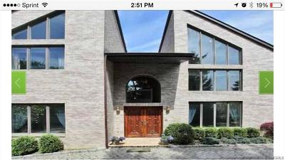 Scarsdale Single Family Home For Sale: 136 Fort Hill Road