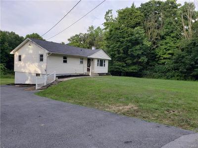 Middletown Single Family Home For Sale: 18 Karen Drive