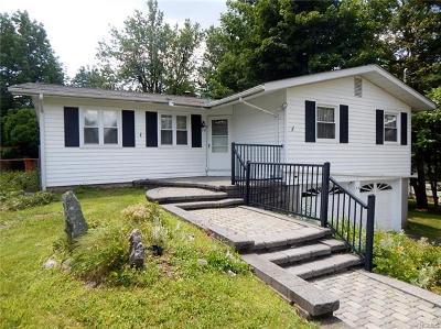Single Family Home For Sale: 36 Lloyd Lane