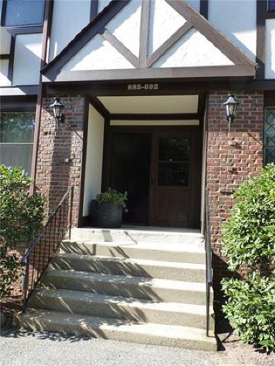 Valley Cottage Condo/Townhouse For Sale: 686 Sierra Vista Lane