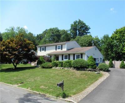 New Windsor Single Family Home For Sale: 321 Burroughs Lane