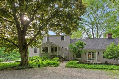 Bedford Single Family Home For Sale: 41 Hickory Lane