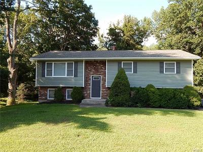 Middletown Single Family Home For Sale: 19 Cornfield Road