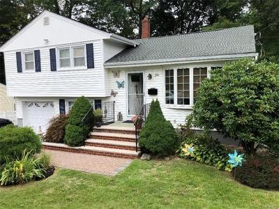 Suffern Single Family Home For Sale: 30 Maplewood Boulevard