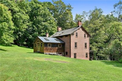Croton-On-Hudson Single Family Home For Sale: 220 West Mount Airy Road