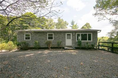 Nanuet Single Family Home For Sale: 44 Mesa Place
