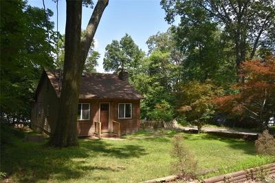 Monroe Single Family Home For Sale: 16 Woodland Circle South