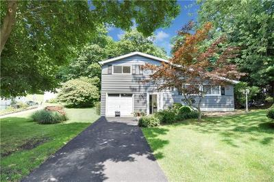 Croton-On-Hudson Single Family Home For Sale: 8 Summit Place