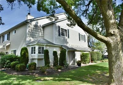 Warwick Condo/Townhouse For Sale: 51 Magnolia Lane