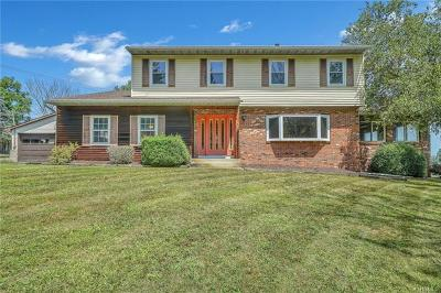 Middletown Single Family Home For Sale: 17 Shirley Lane