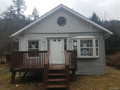 Middletown Single Family Home For Sale: 24 Avenue East