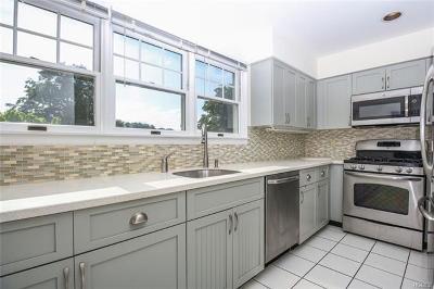Croton-On-Hudson Condo/Townhouse For Sale: 202 Half Moon Bay Drive #202