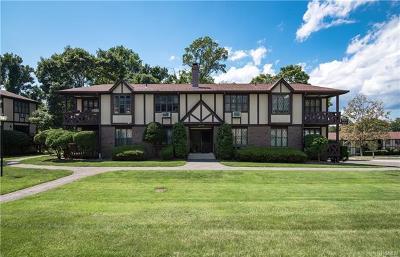 Valley Cottage Condo/Townhouse For Sale: 433 Sierra Vista Lane