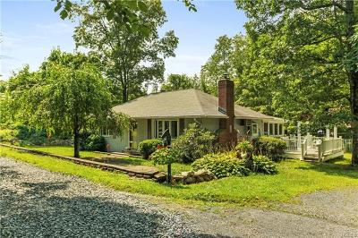 Single Family Home For Sale: 16 Hide Away Lane