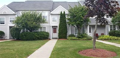 Middletown Condo/Townhouse For Sale: 79 Kensington Way