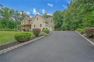 New Windsor Single Family Home For Sale: 26 Briarwood Lane