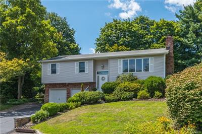 Nanuet Single Family Home For Sale: 34 Jockey Hollow Drive