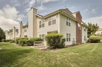 Middletown Condo/Townhouse For Sale: 17 Deer Court Drive