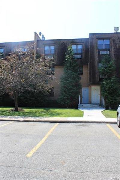 Newburgh Condo/Townhouse For Sale: 440 Carpenter Avenue #20