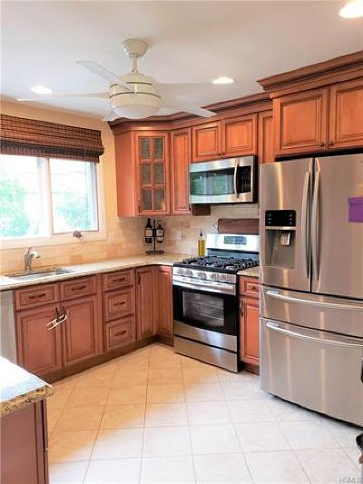 Rockland County Condo/Townhouse For Sale: 30 Village Green