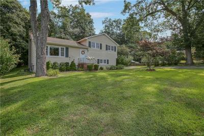 Monroe Single Family Home For Sale: 15 Merriewold Lane South