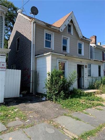 Newburgh Single Family Home For Sale: 289 1st Street