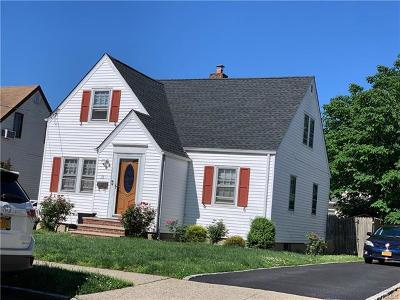 New Hyde Park NY Single Family Home For Sale: $625,400