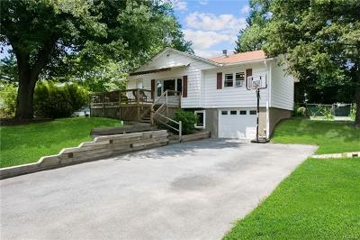 Newburgh Single Family Home For Sale: 26 Paddock Place