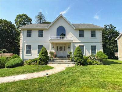 Thornwood Single Family Home For Sale: 3 Peaceable Court
