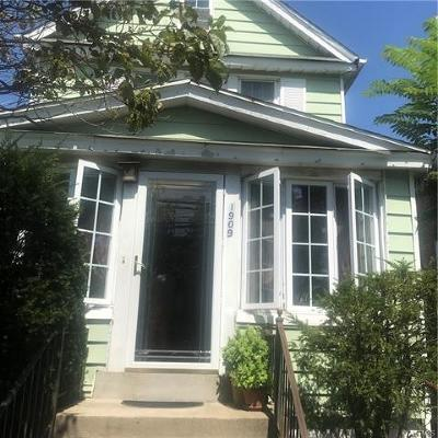 Bronx Single Family Home For Sale: 1909 Lacombe Avenue