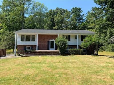 Westchester County Single Family Home For Sale: 8 Colony Row