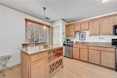 Peekskill Condo/Townhouse For Sale: 11 Hendrick Hills