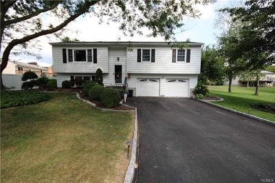 Monroe Single Family Home For Sale: 46 Half Hollow Turn