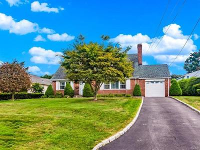 Valhalla Single Family Home For Sale: 10 Fountain Drive