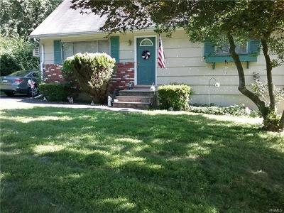 Nanuet Single Family Home For Sale: 4 Clark Drive