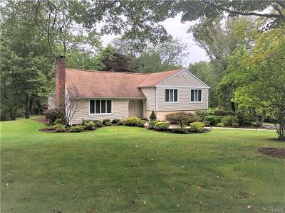 Pleasantville Single Family Home For Sale: 140 Deerfield Lane North