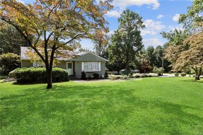 Single Family Home For Sale: 17 Bellows Lane