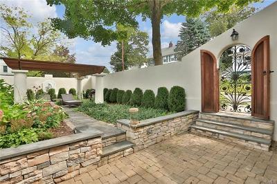 White Plains Single Family Home For Sale: 117 Greenacres Avenue