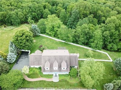 Pomona Single Family Home For Sale: 21 South Ridge Road