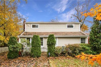 Mohegan Lake Single Family Home For Sale: 3207 Mohegan Avenue