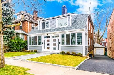 North Riverdale Single Family Home For Sale: 6134 Liebig Avenue