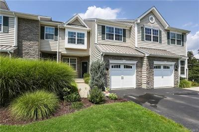 Fishkill Condo/Townhouse For Sale: 1327 Glastonbury Lane