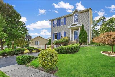 White Plains Single Family Home For Sale: 54 Greenvale Circle