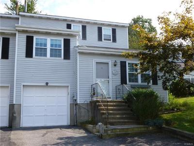 Fishkill Condo/Townhouse For Sale: 18 Hemlock Court