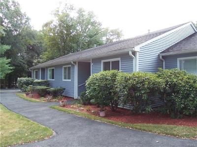 Yorktown Heights Condo/Townhouse For Sale: 154 Carriage Court #B
