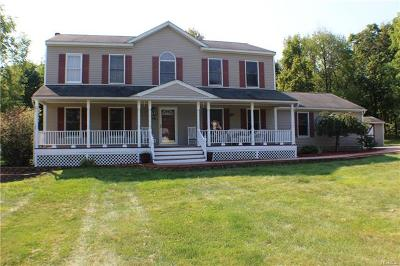 Middletown Single Family Home For Sale: 7 Fox Hill Drive