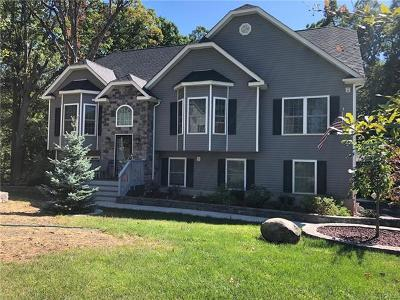 New Windsor Single Family Home For Sale: 19 Finley Drive