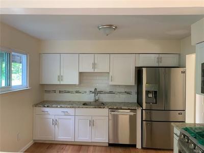 Middletown Single Family Home For Sale: 8 Sandburg Court