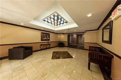 Westchester County Co-Operative For Sale: 2035 Central Park Avenue #1B