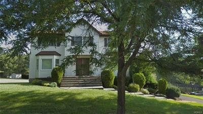 Rockland County Single Family Home For Sale: 4 Carriage Lane